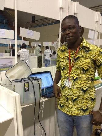 Mian, un jeune ivoirien membre de la plateforme Opendjeliba qui propose un serveur nomade: Jerry